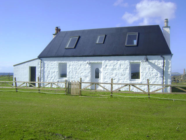 Click for gallery - Holiday cottage in Tiree